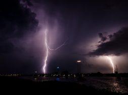 lightning-1625550_1920