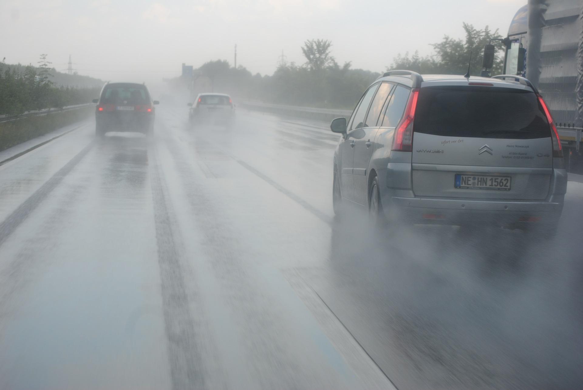 Oprez u vožnji zbog mraza, kiše i jakog vetra