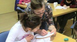 GOSPOĐINCI: Održana dečja radionica o slikarstvu i vezu