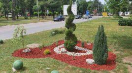 ŽABALJ: Završeno uređenje parka kod zgrade Opštine