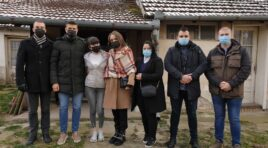 Članovi Unije mladih OO SNS Žabalj pomažu mladoj Gospođinčanki