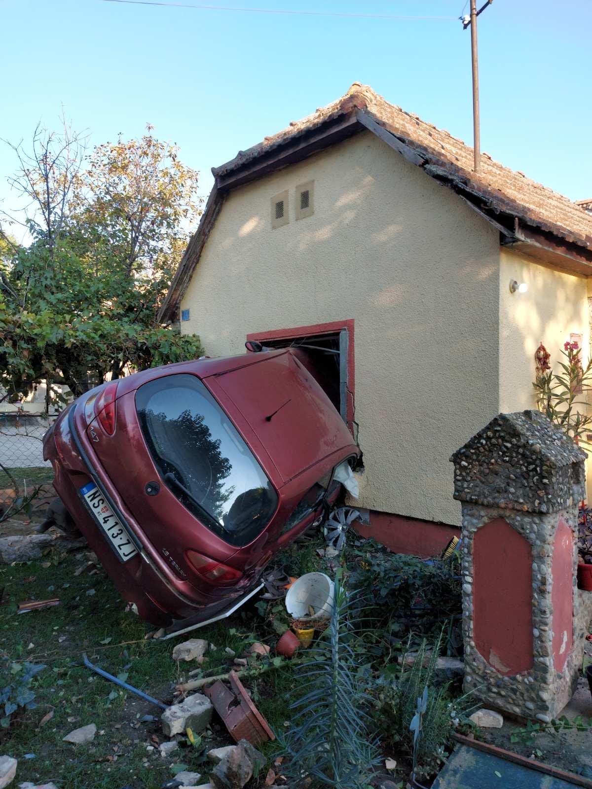 ĐURĐEVO: Automobilom uleteo u spavaću sobu