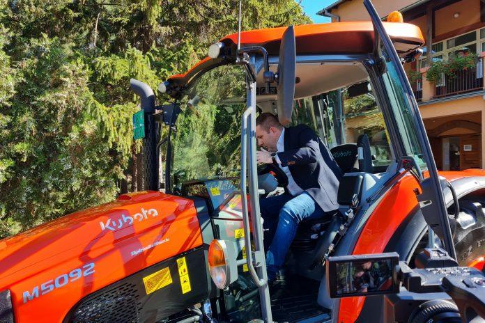 Čedomir Božić uručio ključeve traktora Poljoprivrednom fakultetu